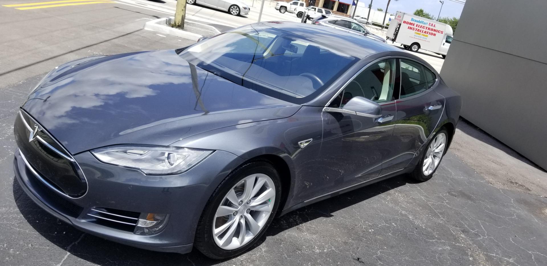Used-2014-Tesla-Model-S-85-kWh-Battery