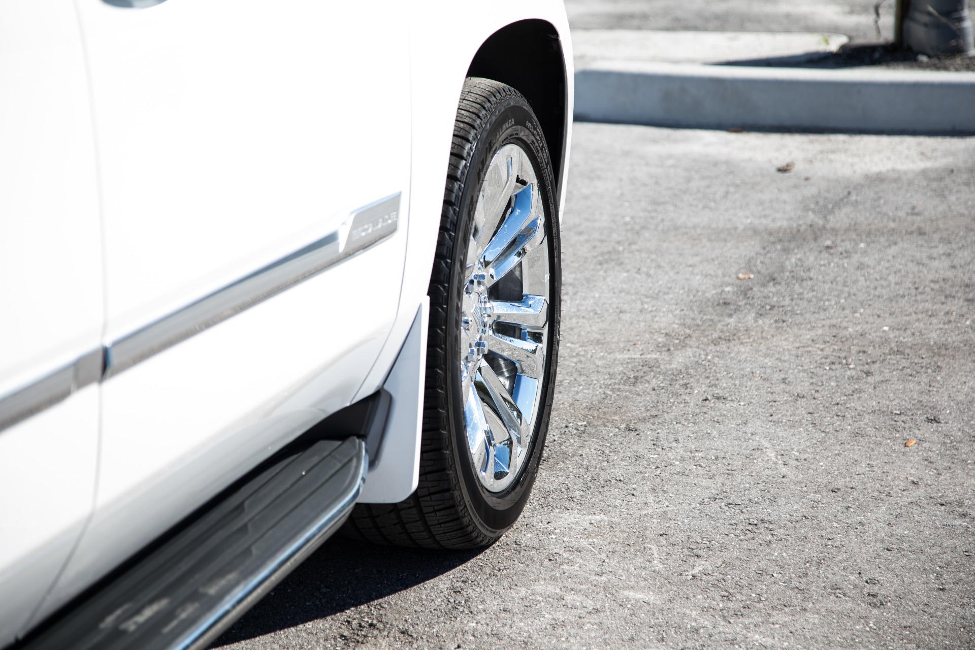 Used-2017-Cadillac-Escalade-ESV-Luxury