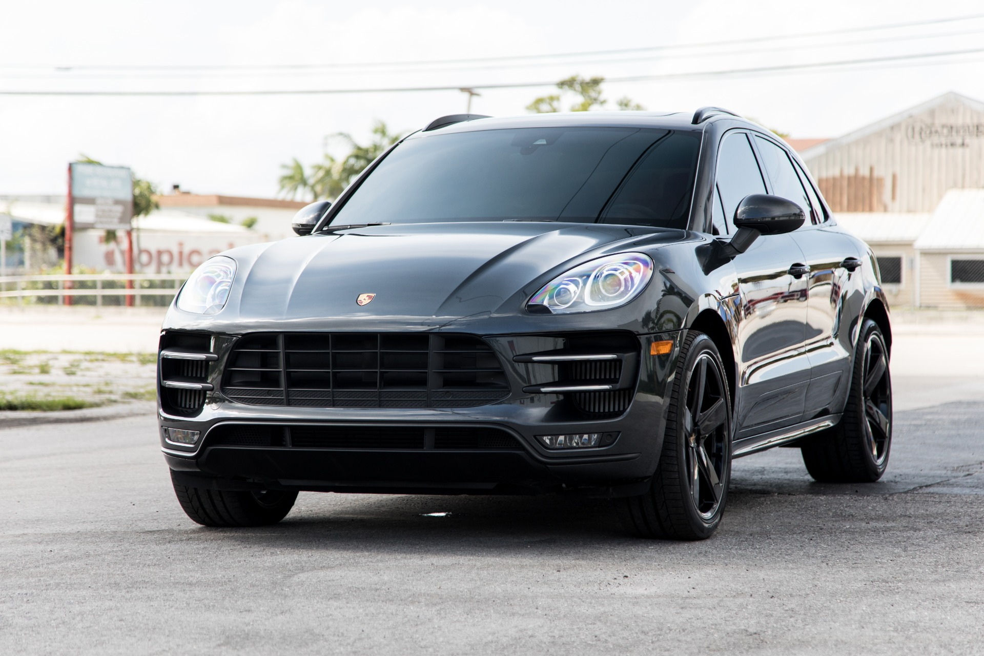 Used-2018-Porsche-Macan-Turbo