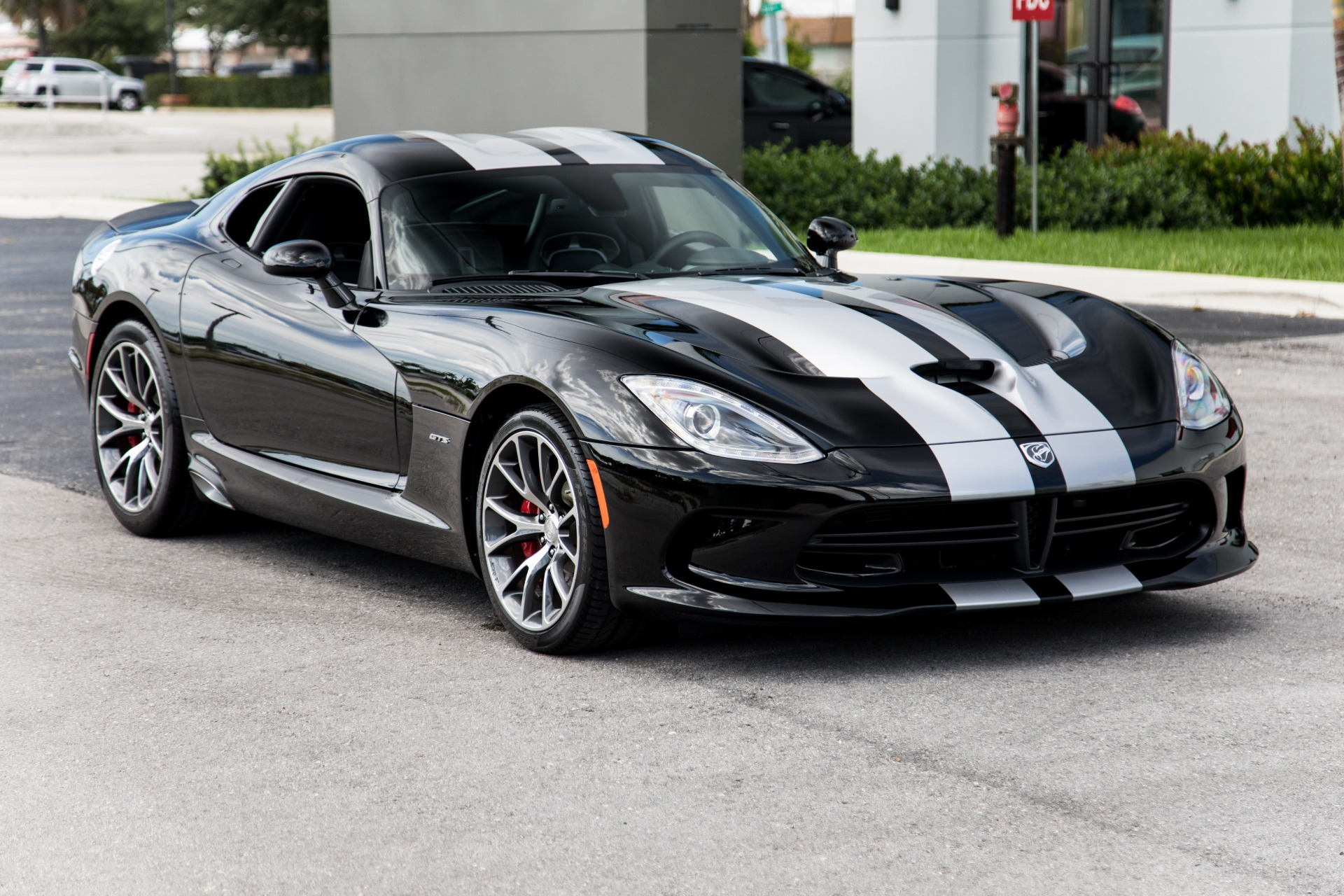 Used-2014-Dodge-SRT-Viper-GTS