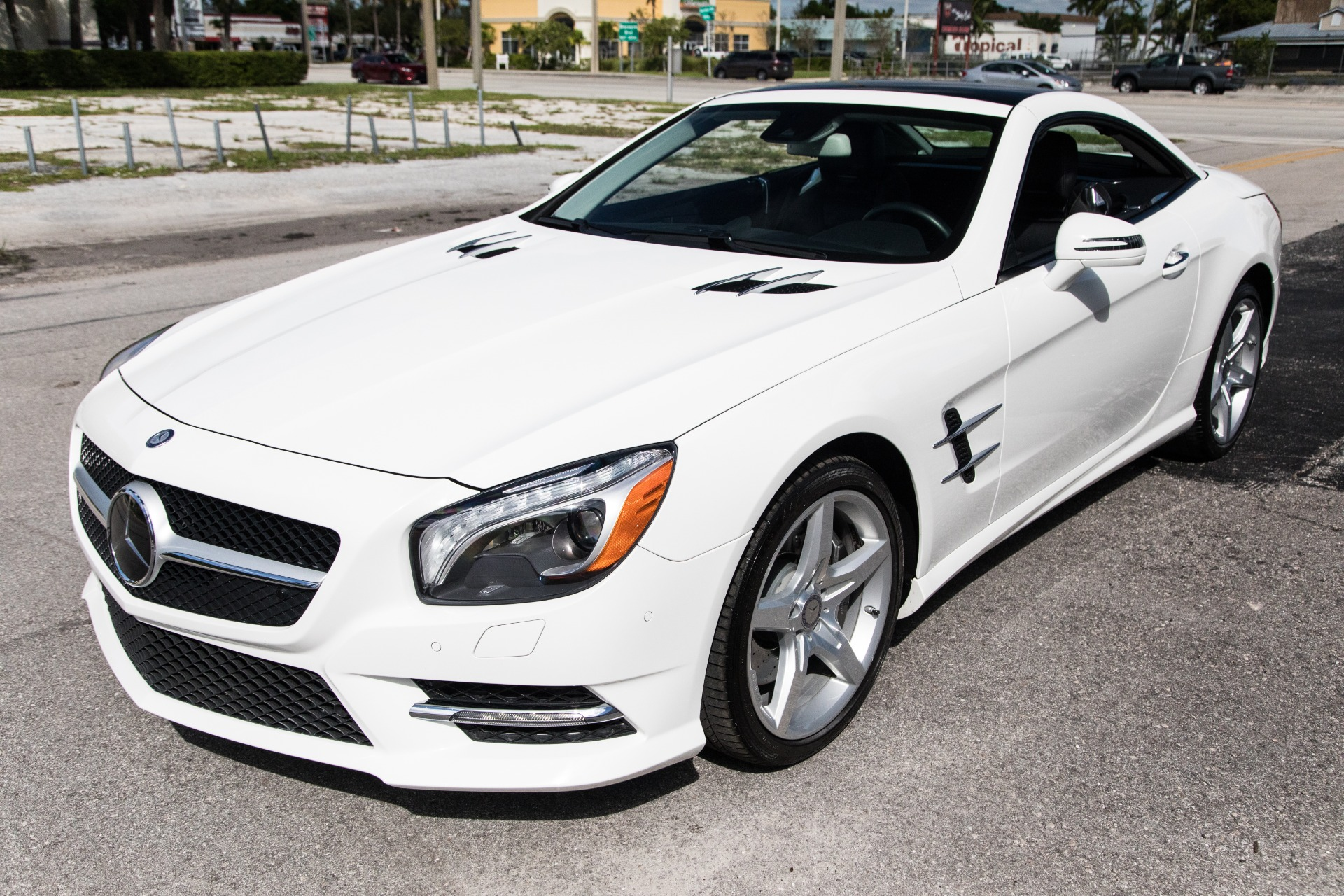 Used-2014-Mercedes-Benz-SL-Class-SL-550