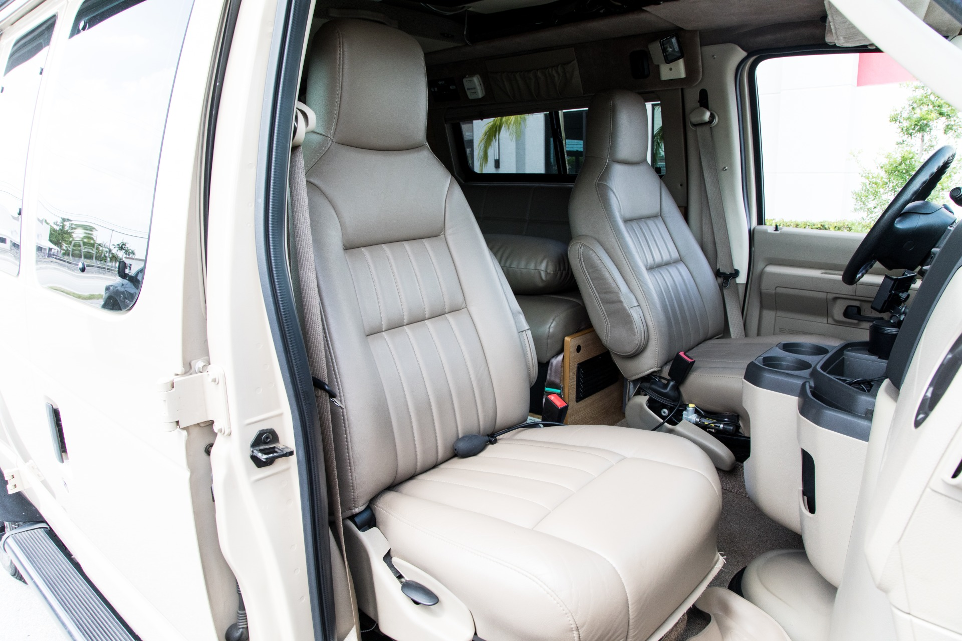 Used-2009-Ford-E-250-Sports-Mobile