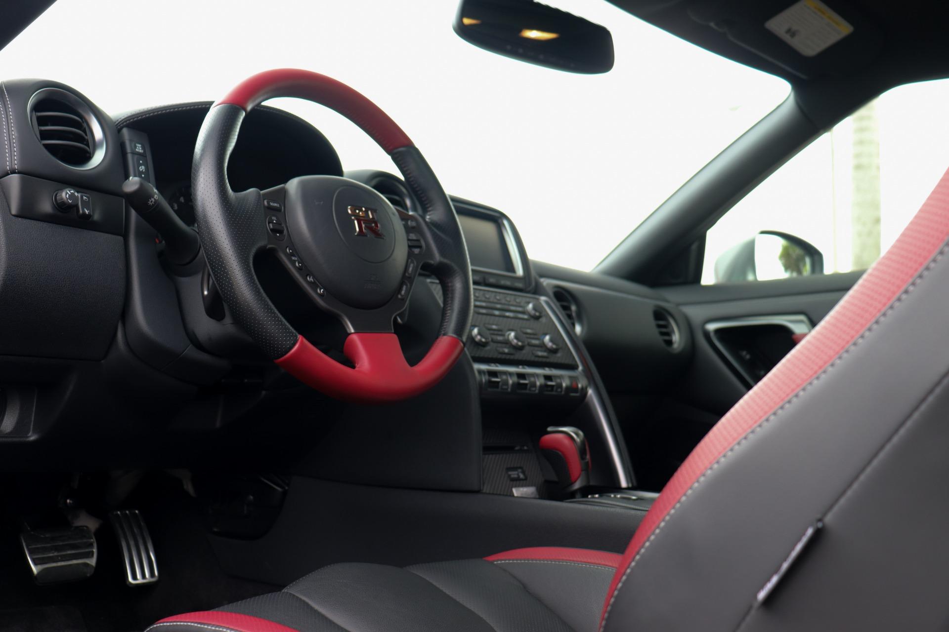 Used-2016-Nissan-GT-R-Black-Edition