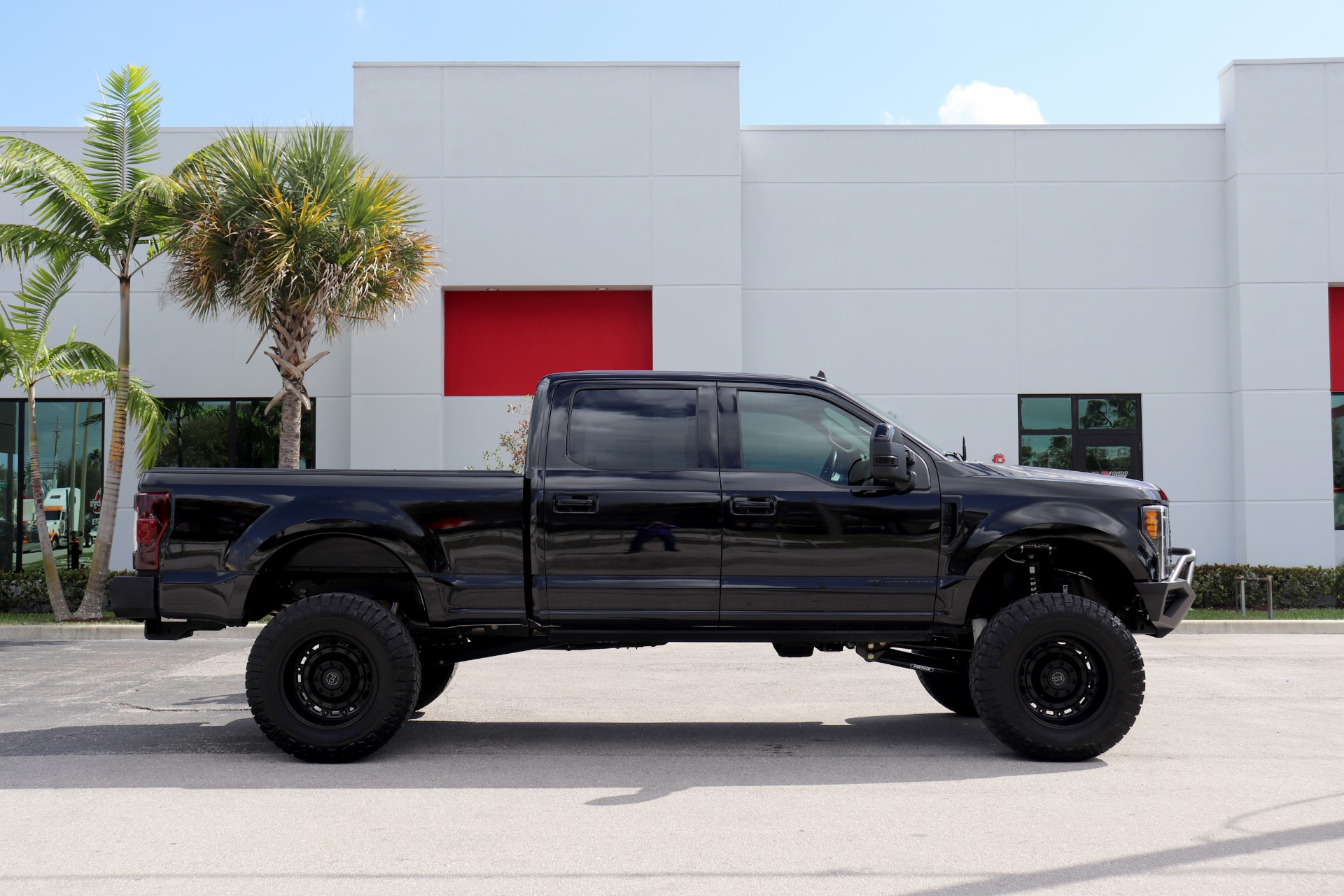 Used-2019-Ford-F-250-Super-Duty-Lariat