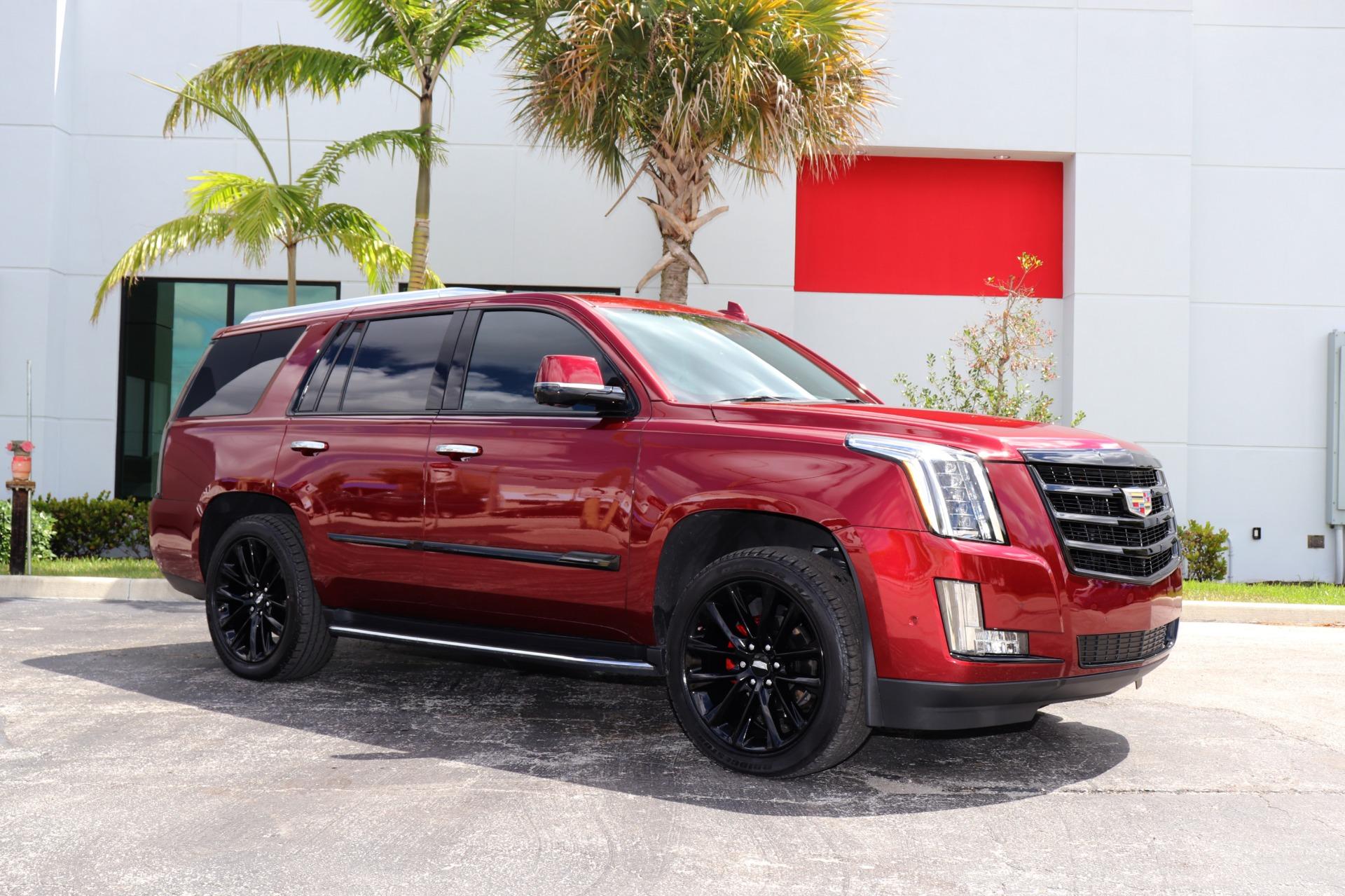 Used-2020-Cadillac-Escalade-Luxury